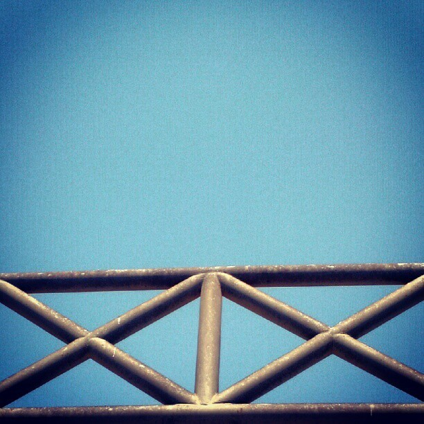 #minimal #minimalism #sky #x #pipe #pipes #black #blue #negativespace #geometric #dosequis (Publicado com o Instagram)