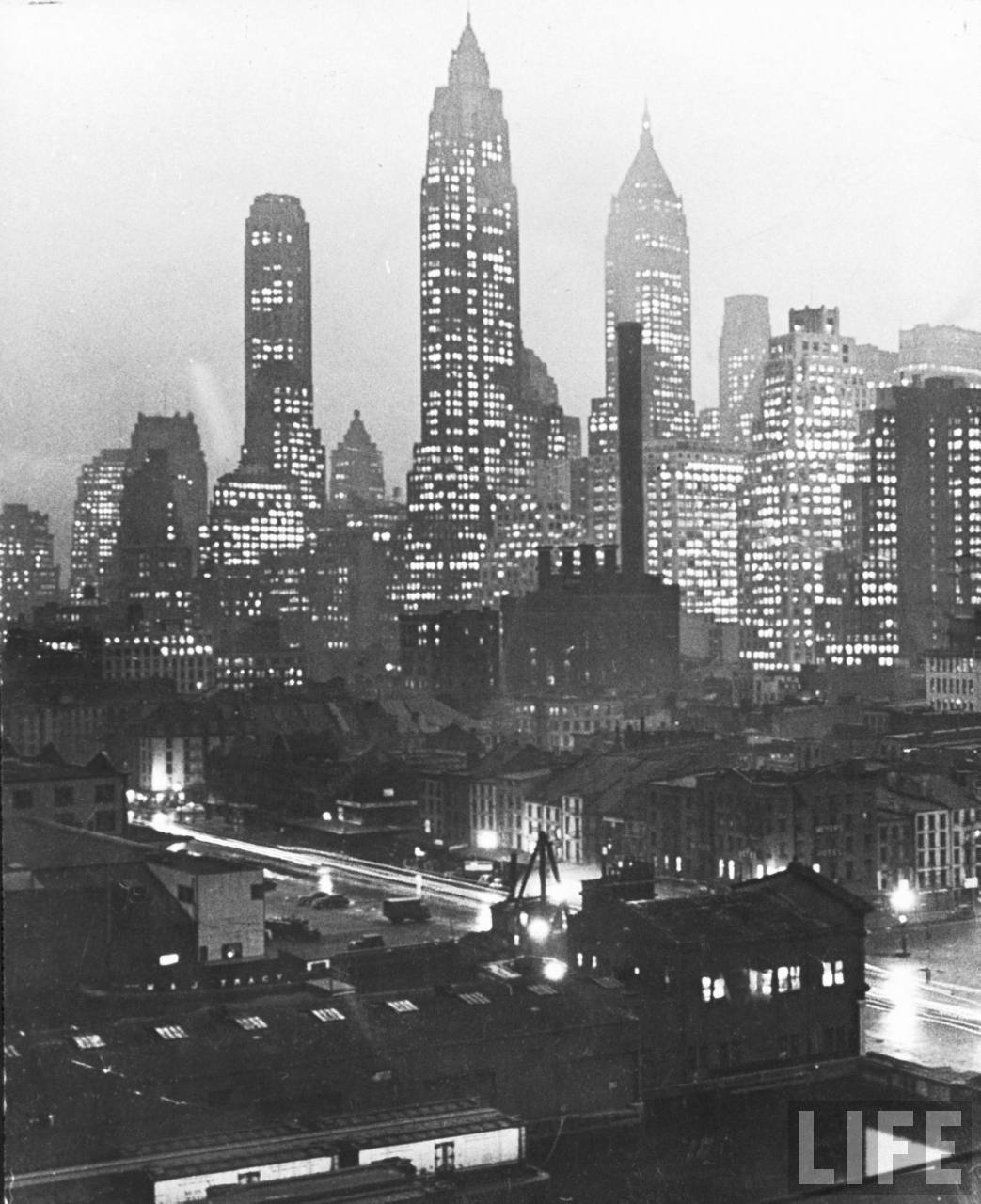 I love these old Manhattan skyline photos. This is by Andreas Feininger for LIFE magazine in 1944