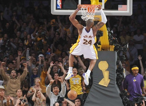 Where are all my #KobeBryant fans!! #NBA #Capture #Dunk