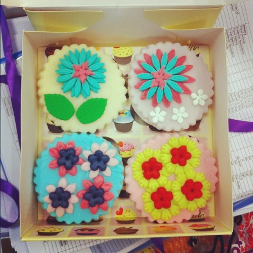 Amazingly cute cupcakes from the boss. Jiayou TravelRave team!  #food #forjohn #foodporn #foodography #gohan #goodfood #cupcakes #sweet #sg #sgig #snacks #sweets #singaporefood #workday #worklife #workplace #beautifulthingsinlife #desserts #delicious #cute #tasty #yum #yummy #yoursingapore  (Taken with Instagram)