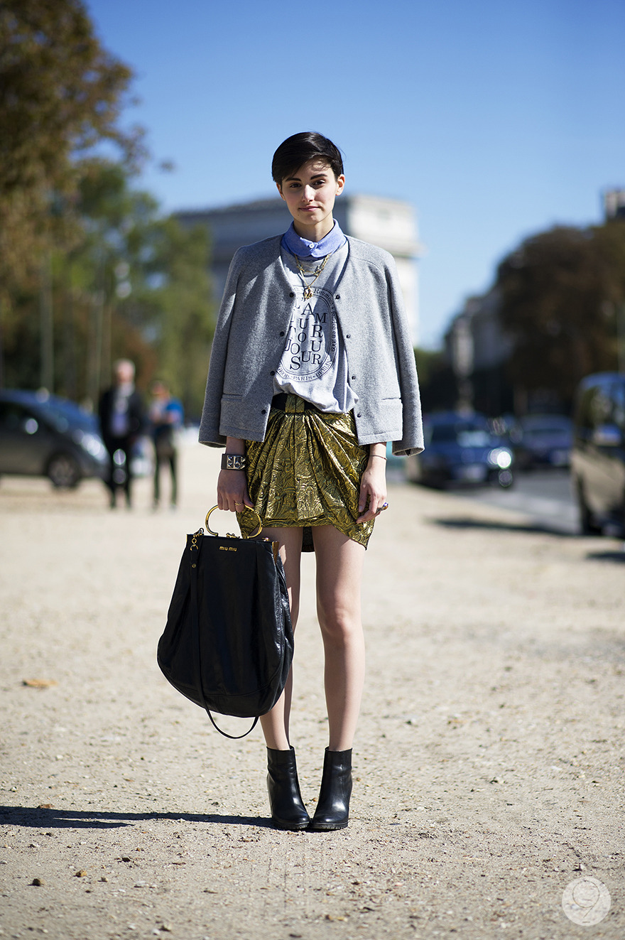 Street Style: Anne-Catherine Frey makes the most of autumn in Paris by juxtaposing a casual sweater-jacket with a metallic skirt. Via I'm Koo.