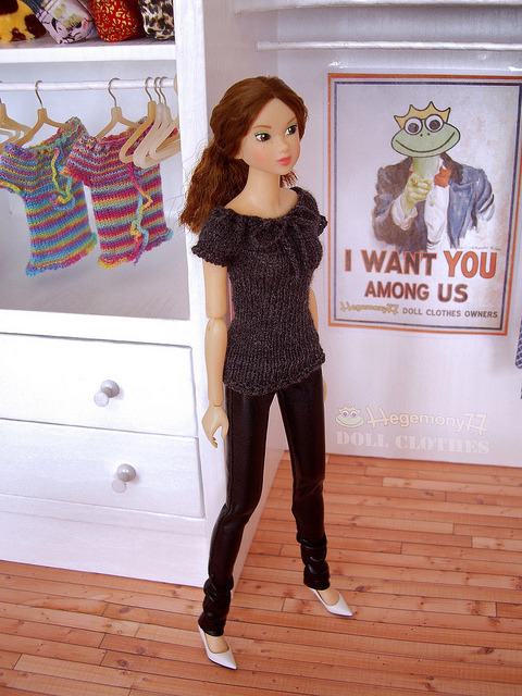 Momoko doll in 1/6 scale hand knitted dark grey stretchy top and shiny black patent leather pants on Flickr.Doll clothes and photo made by Hegemony77
