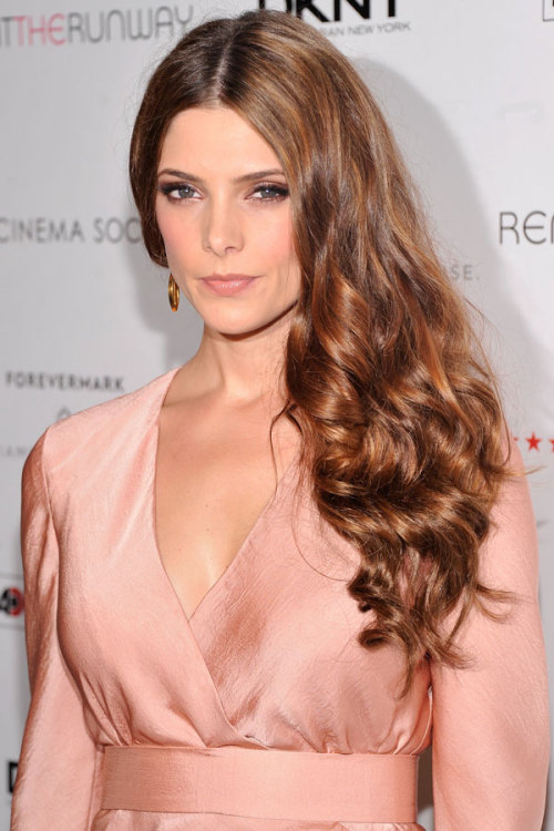 Homecoming hair inspiration: Learn how to recreate Ashley Greene's va-va-voom voluminous waves. Get the step-by-step details here »