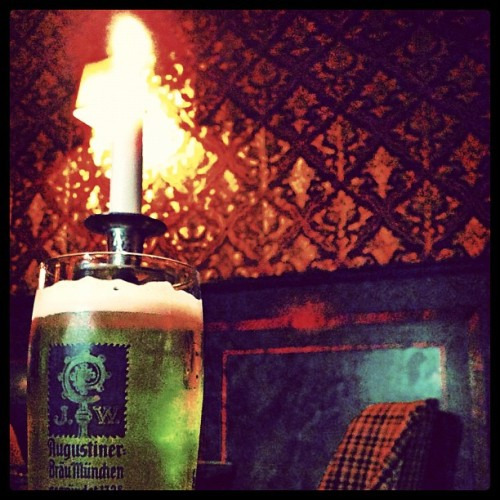 #augustiner #oktoberfest #beer #berlin #bar #drinks #hangover #candle #lights #igers #instaday #instahot #instapic #instacool #instaberlin #igberlin  (Wurde mit Instagram in Scotch & Sofa aufgenommen.)