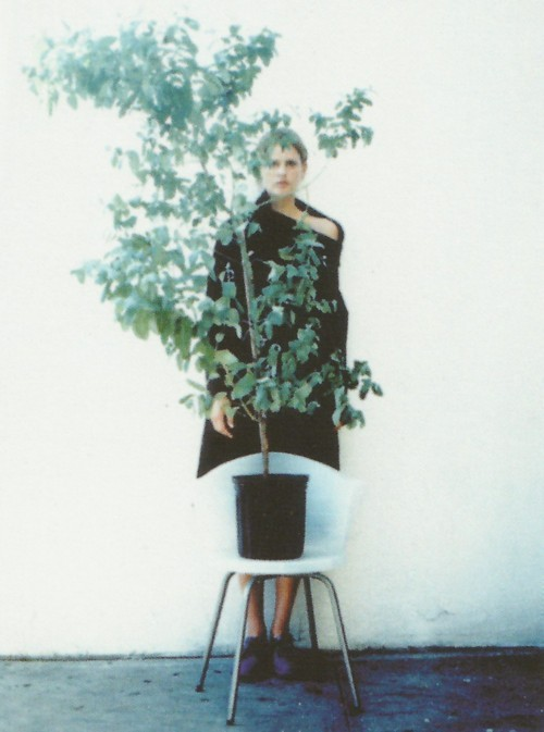 thewakeupcall / Stella Tennant in Maison Martin Margiela (photographed by Mark Borthwick).