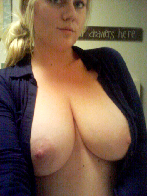 bustylovertits:  I love huge b( ⊙ Y ⊙ )bs !!! http://bustylovertits.tumblr.com