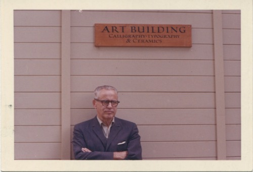 Lloyd Reynolds standing in front of the Reed College Art Building ca. 1960s. Photo: Lloyd Reynolds Collection, Special Collections, Reed College Library.