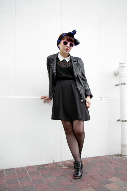 modcloth:  A retro headscarf with a tough girl edge via DROPTOKYO.  I'm in love with this look. Especially the femininity of the headband and sunglasses.