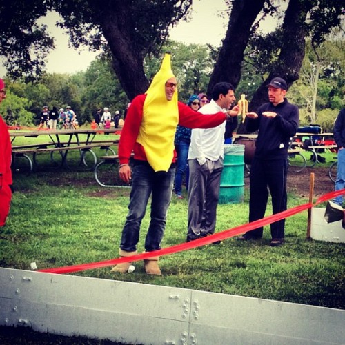 #CX #banana heckler wears #uggs…I'd actually like a banana #HandUp…an Uggs HandUp? #NotSoMuch #cycling #random #cyclocross #CXFlashback #fuglyshoes (Taken with Instagram at East Metropolitan Park)