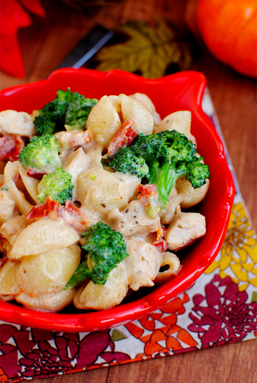 oohhhbaby:  broccoli chicken mac and cheese