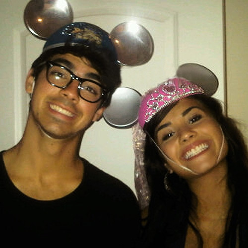 thetruthaboutdemetria:  This is one of my favorite pictures of Joe and Demi.