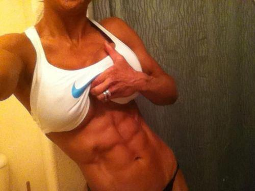 crossfitchicks:  Shredded six pack.
