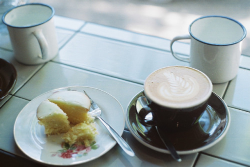 Coffee and cake (via schorlemädchen: Sunny Saturday)