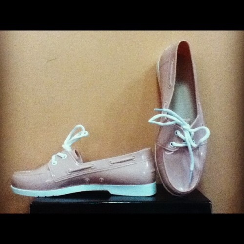 Jelly Top-Sider! 😁👟👣 I'm so into jelly shoes these days! #jelly #peachpink #comfy #Divi #cheapfinds  (Taken with Instagram)