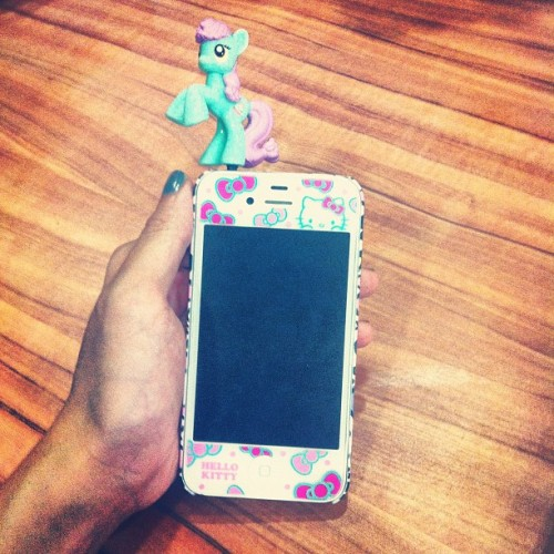 Hehe @verniewernie named the pony on her phone Ele :>  (Taken with Instagram)
