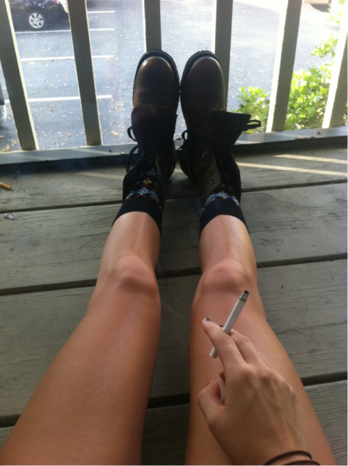alzaiah:  e-mptybliss:  coconut-blisss:  mysoulwandersalone:  Her legs are perf  x  more here☼GAIN 100+ follow this instagram @joannaansett then self promote here  ✰