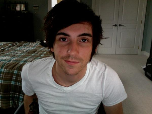 officialalltimelow:  I find him so attractive in this photo.