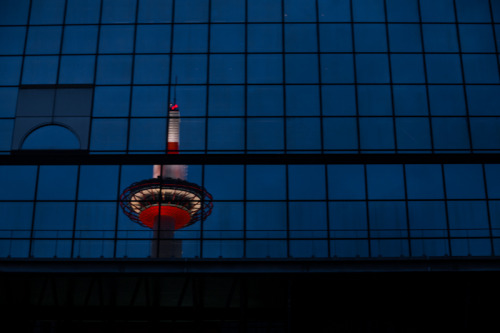 ontheroad:  Kyoto tower on the glass