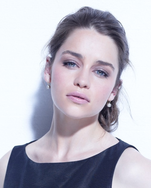 First: This is what Emilia Clarke looks like when she's not done up as Daenerys on Game of Thrones. Second: She's going to star as Holly Golightly in a new Broadway production of Breakfast at Tiffany's. Our sun and stars!