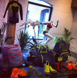 A peek at the new Roxy Outdoor Fitness Collection has us feeling adventurous! Now the question is what's first…paddleboarding, hiking or yoga.  The collection will be available in January 2013.