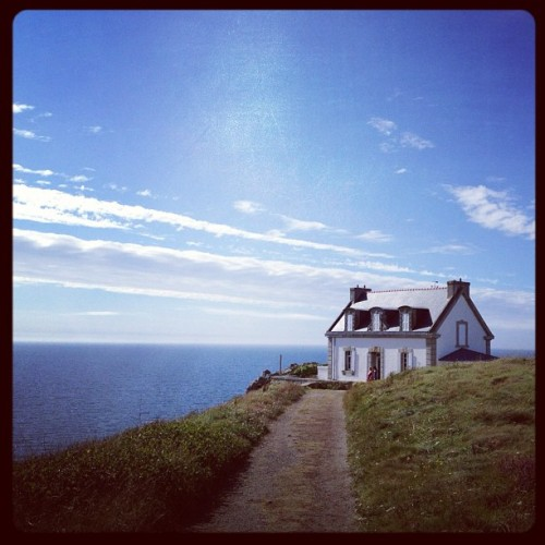 #house actually a #lighthouse we saw in our #vacation in #brittany | #sky #clouds #sea #grass #blue #dream #igersholland #igersrotterdam #beautiful #cliff #france (Taken with Instagram at Pointe du Millier)