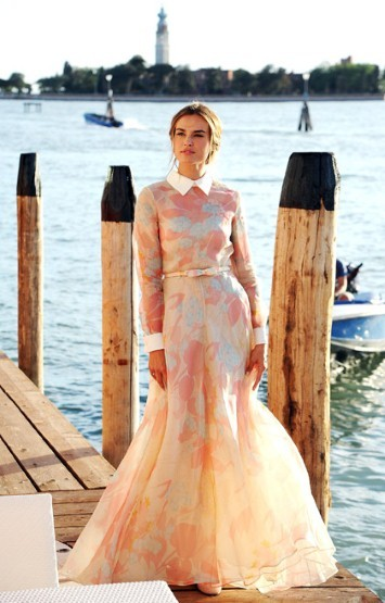 How lovely does Kasia Smutniak look in this Valentino Dress during the Venice Film Festival?