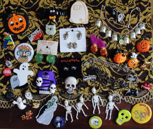realfun-funeral:  some of my Halloween jewelry (but mostly pins)