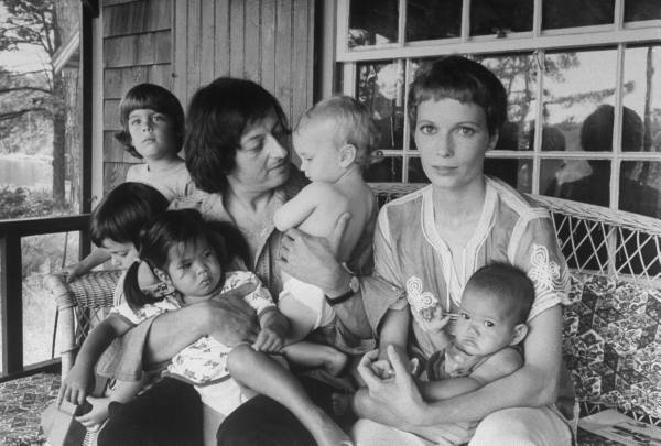oldloves:  Andre Previn and Mia Farrow with their children at home on Martha's Vineyard, 1975