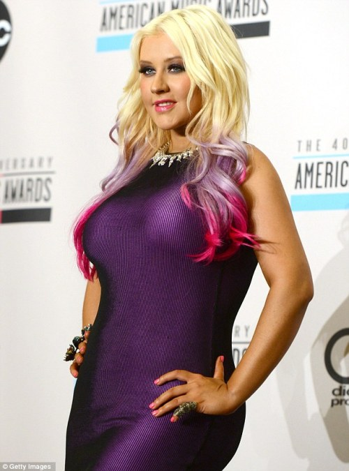 Christina Aguilera has a pink, purple and platinum blone ombre! I think I love!