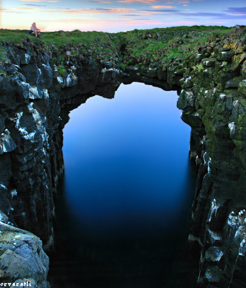 woodendreams:  (by orvaratli)  woah, Iceland