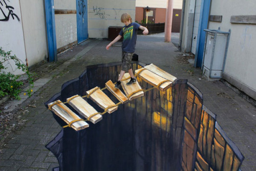 (via Jaw-Dropping 3D Sidewalk Art - Enpundit)