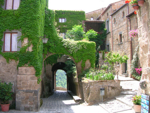 visitheworld:  Picturesque streets in Bagnoregio, Lazio, Italy (by antonello.tommy).