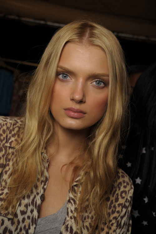 wildmodel:  Lily Donaldson backstage at Anna Sui Spring/Summer 2009