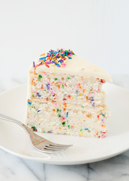 delectabledelight:  Funfetti Cake RECIPE HERE!