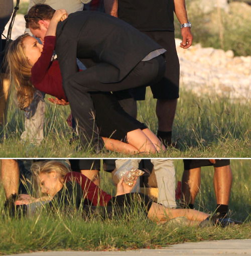 bohemea:  Natalie Portman & Michael Fassbender filming the Untitled Terrence Malick film in Austin, October 10th 2012  beautiful people about to make out. yes.