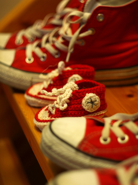Crochet Baby Converse  by Suzanne Resaul  Note: the pic is copyright - missteee from  Flickr Truly, this pattern is the cuteness.