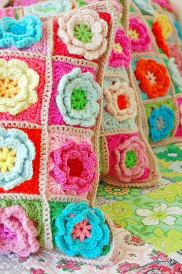 More crochet gorgeousness in the guise of flowery cushions from rose hip … again.  I know, I know .. I can't get enough of that blog!