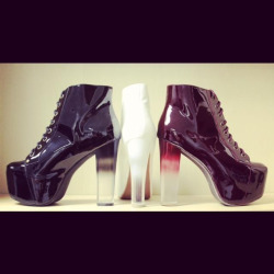 fashionlusterous:  GRADIENT LITAS