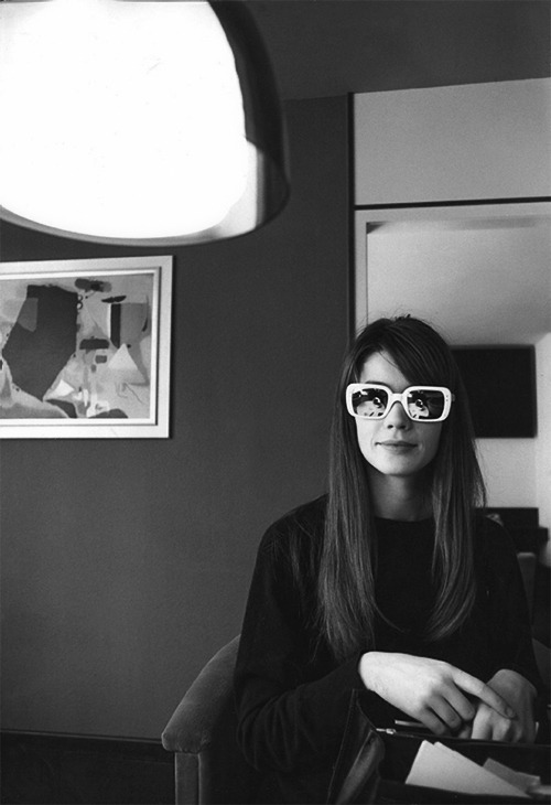 nerdsalwaysshine:  Françoise Hardy, late 1960s (Photographer unknown)