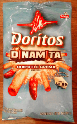 USA, Dinamita Chipotle Crema packaging, 2012. From the Liebold Archives via Fred Liebold. I really enjoyed these. In start contrast to the other Dinamita flavors, this one is more subtle, thereby more enjoyable to me. It's hard to savor a chip when you can't even taste it due to your taste buds being singed by the first bite. Here the taste settles in, and takes a little bit to make a statement. At first crunch, you might think there's nothing too special about them, then you taste the crema part and then the spice hits. Well done.