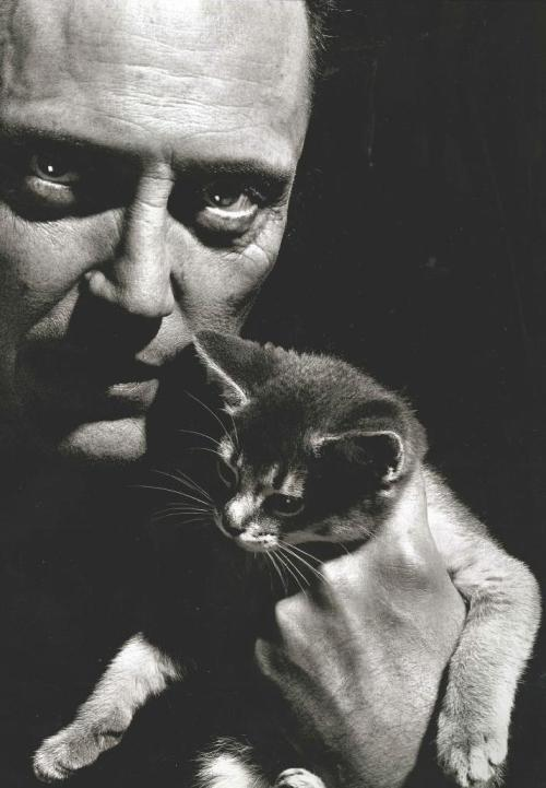 thegiftsoflife:  Christopher Walken y gatito
