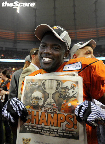 Yo @TerrellOwens! You look good in a #CFL jersey. (photo)
