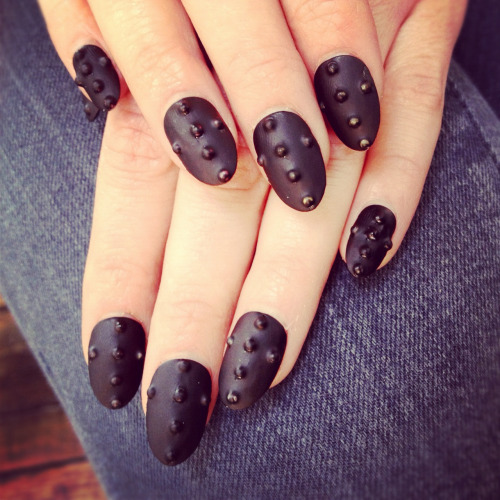 nailsbymh:  Matte black finish nails with stud texture.