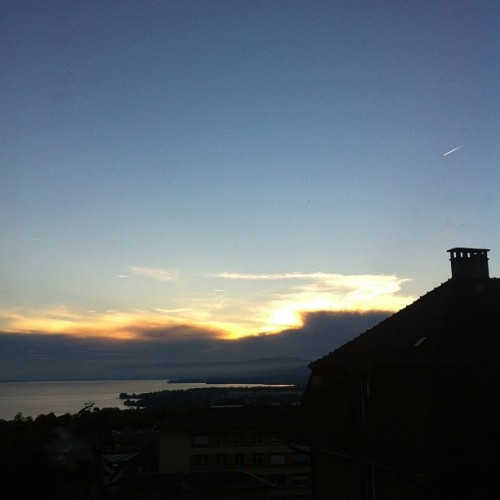 Sunset #sunset #sun #sky #clouds #lac #lake #lacleman #lausanne #switzerland #silhouette #chimney #switzerland #autumn #evening  (Pris avec Instagram)
