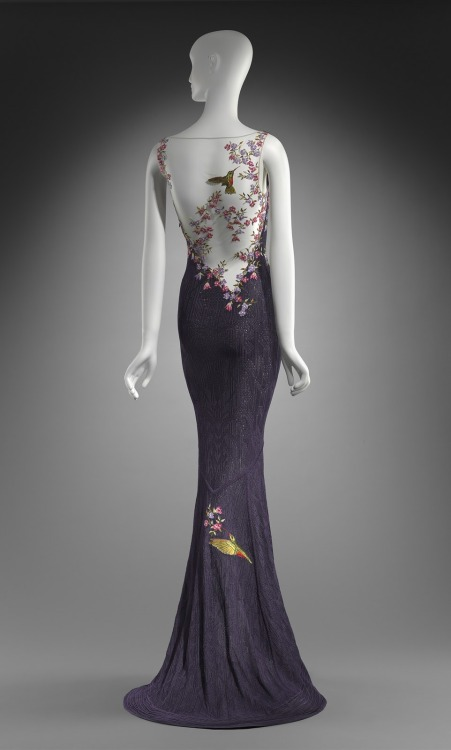 chelleyrubio:  Dress by John Galliano. Worn by Cate Blanchett at the Oscars 1999.