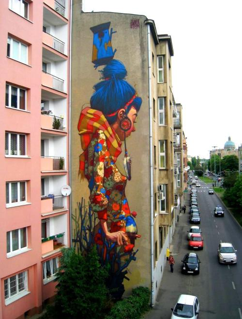 impressive mural by sainer (ETAM crew) in poland. you can watch a making of video here!currently you can see more work of the ETAM crew at the inoperable gallery in vienna. via ilovegraffiti.de