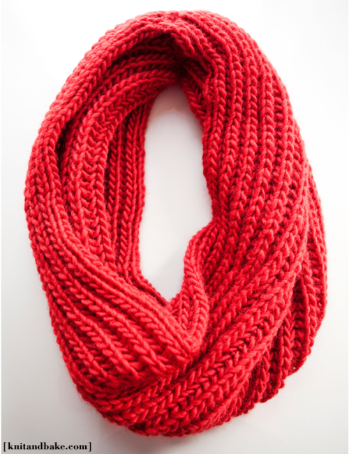 My new hobby at the moment: knitting this red cowl! Can't wait for these winter-cold-nights!