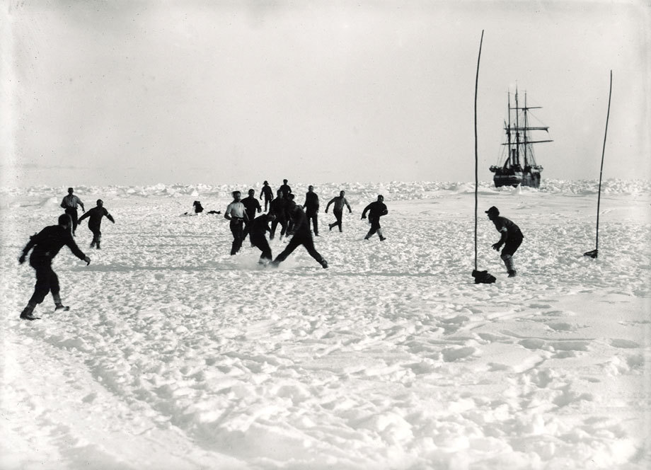 footysphere:  Football match on Antarctica, 1914 (via cultfootball)