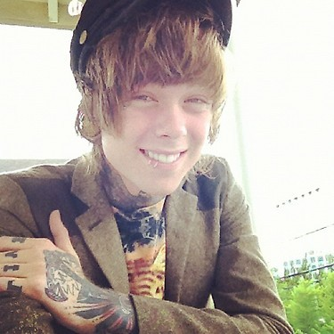 ofveilsandsirens:  Christofer Drew. <3