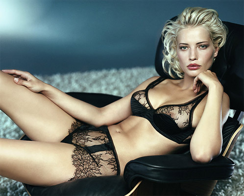 Those lace knickers, though. froufroufashionista:  what a gorgeous lingerie set!
